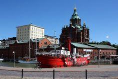 Uspenskin katedraalin kupeessa, Helsingin pohjoisrannassa sijaitsee Suomen vanhin jäljellä oleva majakkalaiva, ML/Relandersgrund. #helsinki #finland