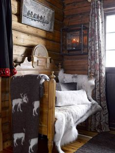 Fairy-Tale-Like And Cozy Wooden Norwegian House - DigsDigs Winter Cabin, Cozy Cabin, Cozy Nook, Cozy Corner, Cabin Homes, Log Homes, Norwegian House, Cabin In The Woods, Log Home Decorating