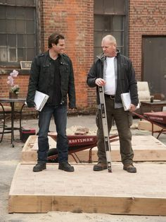 Scott McGillivray and Mike Holmes! Two of my favorites! Scott Mcgillivray, Mike Holmes, Holmes On Homes, Hgtv Star, Scottie, Man Candy, My Eyes, Beautiful Men, Jr