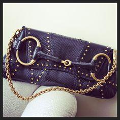 Gucci en piel de pitón. #accesorios #accesoires #accesories #complementos #gucci #guccibags #luxury #soniafashion  #fashion #bags