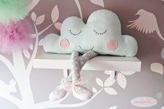 Jak uszyć poduszkę chmurkę? - tutorial + wykrój Tilda Toy, Cushions, Pillows, Backrest Pillow, Fabric Flowers, Pin Up, Sewing, Toys, Bed