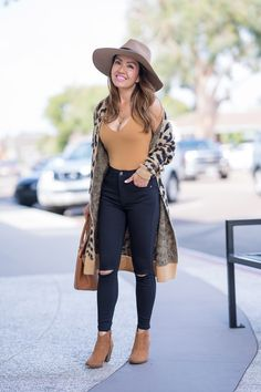 Casual Fall Outfit: Cheetah Cardigan, Petite Friendly Jeans + Ankle Booties - Stylish Petite I'm so ready for fall. This outfit is everything! I'm obsessed with these black jeans and ankle booties. Fall Fashion Outfits, Casual Fall Outfits, Fall Winter Outfits, Look Fashion, Autumn Fashion, Cute Outfits, Cheetah Outfits, Fashion 2018, Woman Fashion