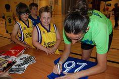 Els nostres van demanar firmes i fotos a Maria Pina 29