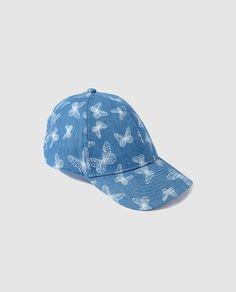 Gorra de niña Brotes en azul con mariposas