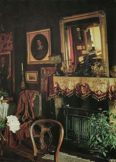 I'm just sitting here staring into this beautifully decorated room.so gorgeous. Victorian Parlor, Victorian Bedroom, Victorian Interiors, Victorian Cottage, Modern Victorian, Dark Interiors, Victorian Decor, Cottage Interiors, Victorian Gothic