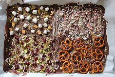 chocolate bark is my fave on http://www.youaremyfave.com    magyarul: http://homelove.hu/2012/12/03/243-csinald-magad-karacsonyi-ajandekok-%E2%80%93-egy-tabla-sajat-keszitesu-csokolade/