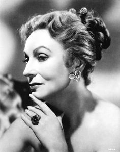 Agnes Moorehead, later famous for her role as Endora on Bewitched Golden Age Of Hollywood, Vintage Hollywood, Hollywood Glamour, Hollywood Stars, Classic Hollywood, Agnes Moorehead, Classic Movie Stars, Classic Movies, Portraits