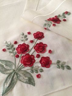 Hand Embroidery Flowers, Embroidery Flowers Pattern, Hand Embroidery Designs, Beaded Embroidery, Flower Patterns, Embroidery Stitches, Machine Embroidery, Crochet Patterns, Button Hole Stitch