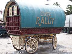 circus raluy blue wagon barcelona