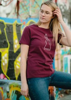 Organic Cotton ethical eco friendly tee shirt for Women. Live Alternative T-shirt organic cotton responsibly made in Portugal. Sustainable Apparel by VAI-KØ Clothing.