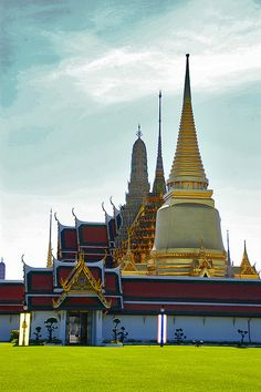 Wat Phra Kaew,Temple of the Emerald Buddha, and the adjoining Grand Palace - Bangkok, Thailand
