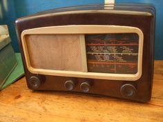 1950s COSSOR 501 Bakerlite Radio  nice by retrospectvintage2