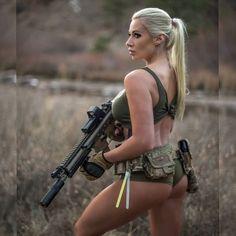 Molly Ephraim Bikini, Shot To The Heart, Gunslinger Girl, Tumbrl Girls, Female Soldier, Female Assassin, Military Girl, Warrior Girl, Military Women