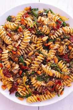 Italian Pasta with Spinach Artichokes. Italian Pasta with Spinach Artichokes Sun-Dried Tomatoes Capers Garlic and Pine Nuts! This meatless vegetarian pasta dish has only 8 ingredients and takes 30 minutes to make! Vegetarian Pasta Dishes, Vegetarian Recipes, Healthy Recipes, Meatless Pasta Recipes, Light Pasta Recipes, Keto Recipes, Spinach Pasta Recipes, Spinach Artichoke Pasta, Healthy Snacks
