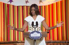 米ホワイトハウス(White House)開催された米政府の芸術・人文科学委員会(President's Committee on the Arts and the Humanities、PCAH)主催の「ターンアラウンド・アーツ・タレントショー(Turnaround Arts Talent Show)」で、スピーチをするミシェル・オバマ(Michelle Obama)米大統領夫人(2014年5月20日撮影)。(c)AFP/Jim WATSON ▼21May2014AFP|ホワイトハウスで子どもの「タレントショー」、著名人ら参加 http://www.afpbb.com/articles/-/3015452 #Turnaround_Arts_Talent_Show #Michelle_Obama #White_House