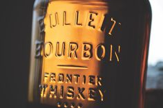 Bulleit Bourbon & Rye whiskeys stay true to their Kentucky roots with spicy, bold flavours that come from ageing the softly amber coloured liquid gently in small batches. Try now! Kentucky Mule, Bulleit Bourbon, Rye Whiskey, Amber Color, Bottle Design, Lime, Bubbles, Stay True, Ageing