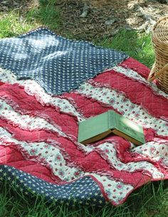Old Faithful Quilt - 4th of July Picnic Blanket - Patriotic American Flag Quilt
