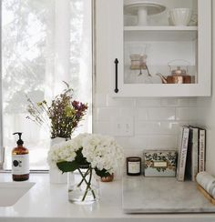 @jennifer.bithell on Instagram and her beautiful white kitchen