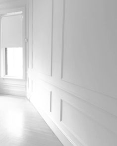 Wainscoting Wall, Wall Molding, Moulding, Flur Design, Wall Trim, Hallway Designs, Design Furniture, Home Reno, Elegant Homes
