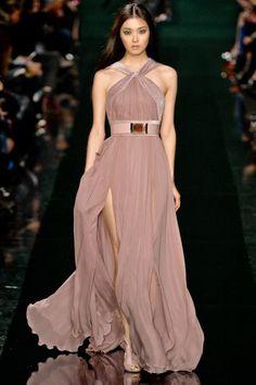 Long dress with side slit by ellie saab Couture Fashion, Runway Fashion, Fashion Show, Paris Fashion, Fashion Check, Fashion 2014, Fashion Trends, Elegant Dresses, Pretty Dresses