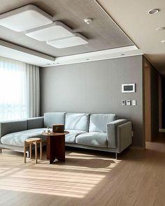 【아파트 인테리어】 매일 사진으로 담고 싶은 우리의 첫 번째 신혼집 : 네이버 포스트 Apartment Interior, Entryway Bench, Sweet Home, House Design, Bedroom, Korea, Inspiration, Furniture, Home Decor