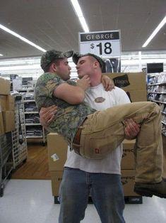 gay mart right wal