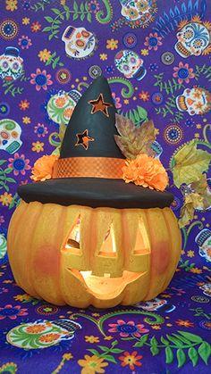 Calabaza de barro - clay Jack-o'-lantern Pumpkin Carving, Halloween Costumes, Halloween Pumpkins, Pumpkin Decorations, Mud, Manualidades, Halloween Costumes Uk