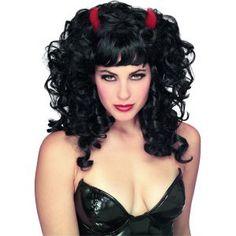 Parfaite pour finaliser votre tenue de diablesse, cette perruque saura accessoiriser votre déguisement d'Halloween.