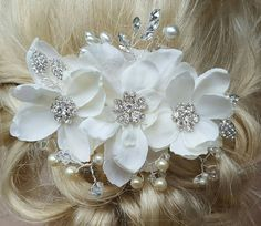 Check out this item in my Etsy shop https://www.etsy.com/listing/504931157/bridal-hair-comb-wedding-comb-decorative