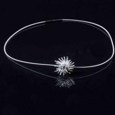 Colgante anémona. #Colgante de #anémona, formado con varios hilos de #plata de 925. Con acabados pulidos. Incluye cadena de plata.