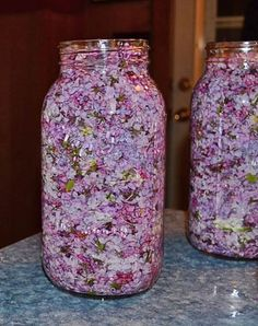 While the lilac blooms, fill the jar with a Пока цветет сирень заполните банку растите… While the lilac blooms, fill the jar with vegetable oil and purple flowers - Herbal Remedies, Natural Remedies, Beauty Care, Beauty Hacks, Health Benefits, Health Tips, Vegetable Drinks, Healthy Eating Tips, Medicinal Plants