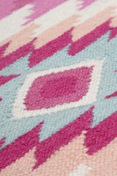Handwebteppich Turpan Bunt von Accessorize Rugs, Home Decor, Pineapple, Woven Rug, Farmhouse Rugs, Decoration Home, Room Decor, Floor Rugs, Rug