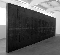 Fernando Pessoa, 2007 / 08    Acier résistant aux intempéries, 300 x 900,4 x 20,3 cm