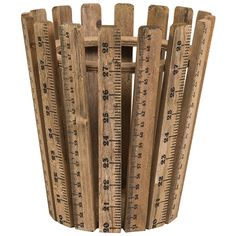 Eigenschaften Und Vorteile: Kleiner Korb Besteht Aus Bretter, Die  Holzlineale Imitieren Praktische Aufbewahrung Für