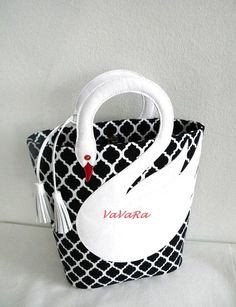 Quatrefoil Pattern White Leather Swan Bag Tote Purse di VaVaRa, $75.00