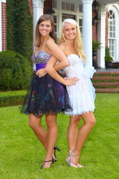 Best Friend Prom Pose! @Jenn L Milsaps L Mechaley THIS IS PERFECT! we have to do this one.