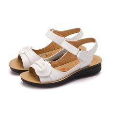 8357b9859dc3 Vintage Ladies Flat Gladiator Sandals Shoes