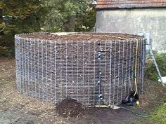 Biomeiler - Why not use Compost To Heat your home. Instead of burning wood for… Alternative Energie, Water Trough, Garden Soil, Gardening, Off The Grid, Water Pipes, Heating Systems, Autumn Trees, Thing 1