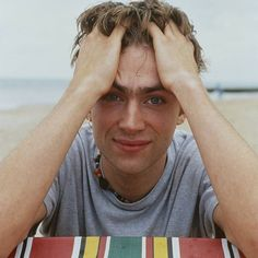 Damon on the beach Beautiful Voice, Beautiful People, Damon Albarn, Blur Photo, Blonde Boys, Jamie Hewlett, Gorillaz, Record Producer, Famous Artists