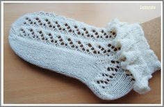 Lace Knitting, Knitting Socks, Knitting Patterns, Crochet Basket Pattern, Lace Socks, Circular Needles, Crochet Slippers, Ruffles, Leg Warmers