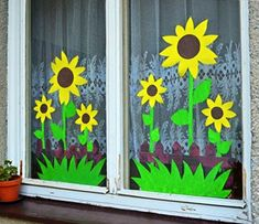 MENTŐÖTLET - kreáció, újrahasznosítás: Gyerekszobai ablakdekorációk Classroom Window Decorations, School Decorations, Classroom Decor, Flower Crafts Kids, Paper Crafts For Kids, Diy And Crafts, Window Mural, Flower Window, Class Decoration