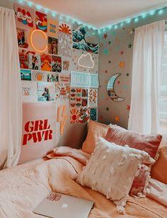 Room Ideas Bedroom, Teen Room Decor, Bedroom Inspo, Girl Decor, Girls Bedroom Colors, Bedroom Signs, Dream Bedroom, Photowall Ideas, Cool Dorm Rooms