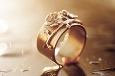 TYYNI HELLE egyedi ezüst virágos gyűrű.  Ha saját egyéni ötletedet szeretnéd elkészíttetni -ékszer :gyűrű, medál, fülbevaló, karkötő- keress meg bátran. Érdeklődés és rendelés: tyynihelle@gmail.com, www.szilasjudit.hu  06-20-217-59-65 egyedi ékszer készítés szilas judit ötvös ékszer kollekciók jegygyűrűk eljegyzési gyűrűk egyedi arany ezüst ékszerek bronz és réz ékszerek