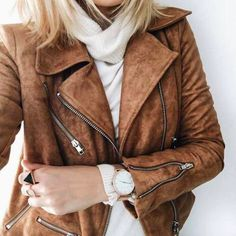 Loving the color of the leather jacket. That style is pretty perfect. I've been wanting a moto jacket for quite a while Fall Winter Outfits, Autumn Winter Fashion, Winter Style, Mode Style, Style Me, Suede Moto Jacket, Look Boho, Looks Street Style, Inspiration Mode