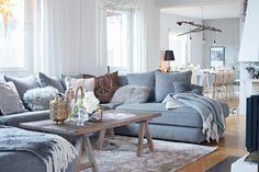 Zarter Winter-Charme Interior in soften Tönen Home Design Decor, House Design, Interior Design, Home Decor, Garden Living, Dream Rooms, Beautiful Interiors, Dining Bench, Sweet Home