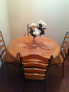 Dinning table four chairs in Orlando, FL (sells for $100)