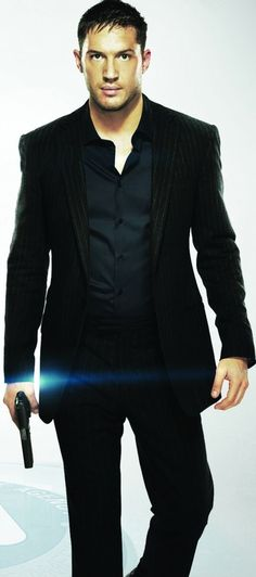 Tom Hardy. Delicious treat... this means war!I LOVE MEN WEARING ALL BLACK....SOMETHIN ABOUT THE BAD BOY SIDE COMING OUT....