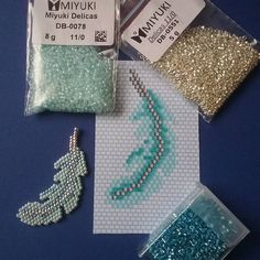 ― Catherine Juryさん( 「Nouvelle petite plume, deux tons de turquoise et argent. Beading Projects, Beading Tutorials, Beading Patterns, Beaded Crafts, Beaded Ornaments, Seed Bead Jewelry, Beaded Jewelry, Jewellery, Motifs Perler