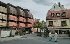 Ältestes Bratwursthaus in Nürnberg: 'Zum Gulden Stern' in der Zirkelschmiedgasse. Leider ist durch eine gravierende Bausünde aus den 70er Jahren die Umgebung aufs Übelste verschandelt worden.  photo: R.S.Wilden