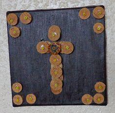 Tenho andado a fazer uma série de cruzes dos mais diversos materiais. São cruzes decorativas e que ficam bem em conjuntos. Para já encontram...